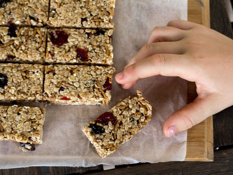No-bake honey and oat muesli bars recipe