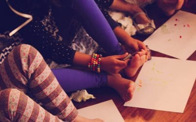 Musical nails: A super-girly, super-fun party game for tween girls