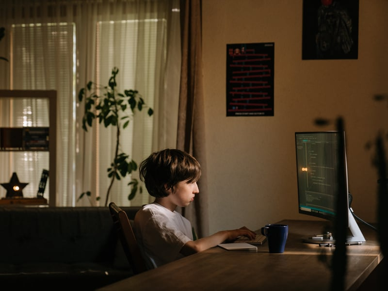 3 ways to get kids to tune in and pay attention when online learning