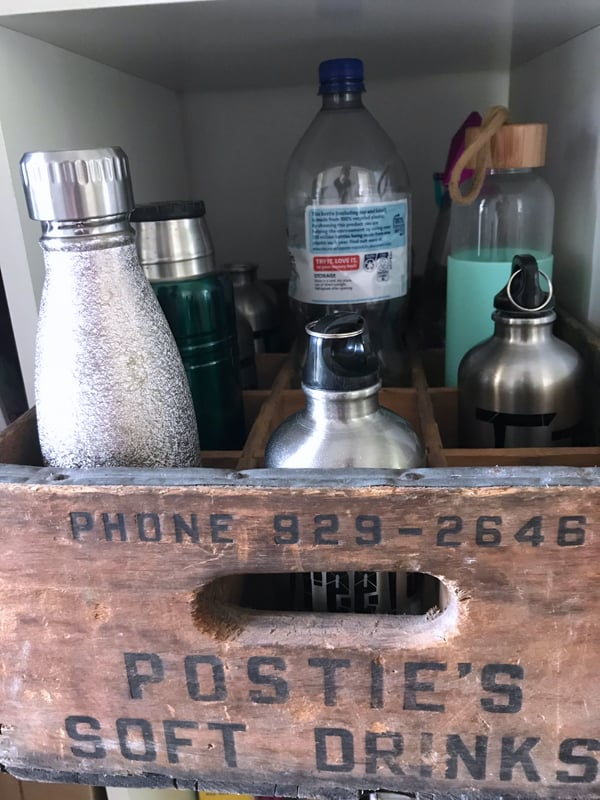 Use a vintage bottle holder for drink bottles