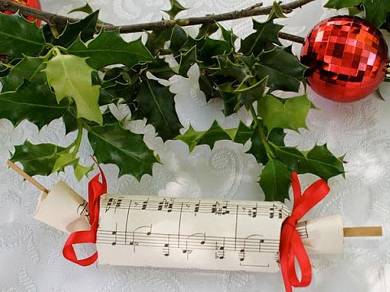 Christmas crackers to make